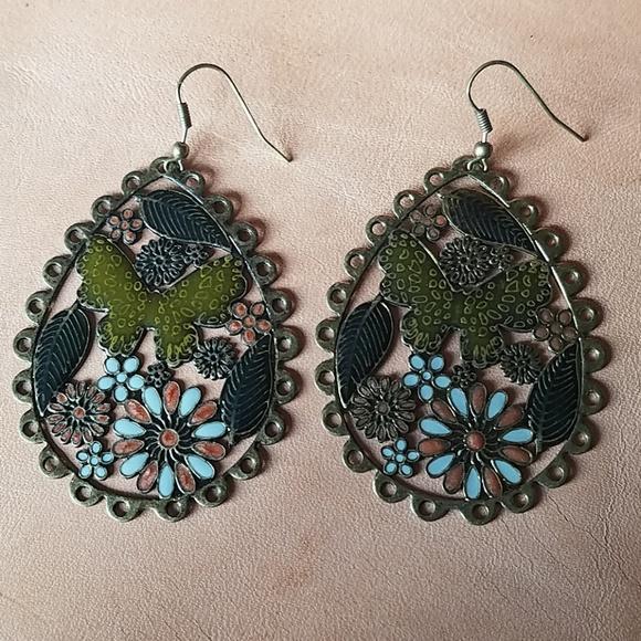Jewelry - Cute bronze painted earrings